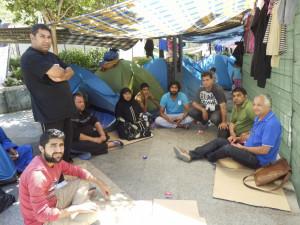 Acampada de refugiados sirios en la Plaza del Rey de Ceuta en 2014. Con ellos nuestro compañero Amin souissi